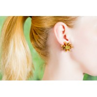 Brown kukkakorvakorut